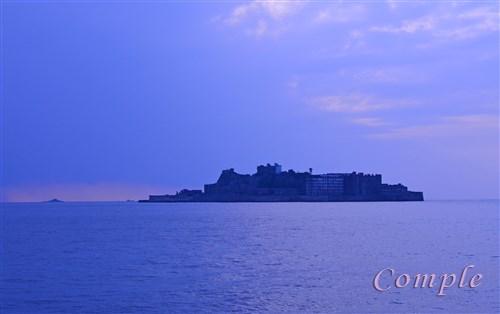 長崎軍艦島とクレーンの写真