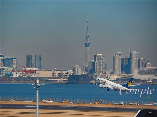 羽田空港飛行機とスカイツリー