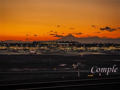 夕焼けの羽田空港