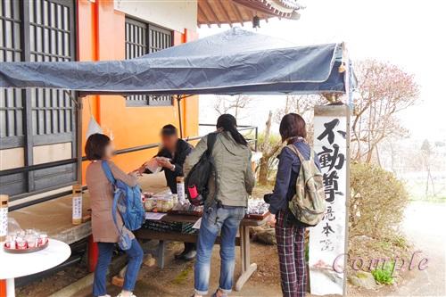 滝本寺の農産物直売所
