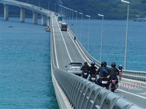 角島大橋をバイクで渡る