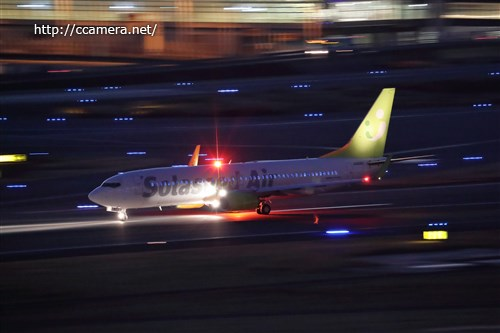 夜の羽田空港飛行機流し撮り