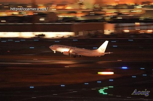 夕方の羽田空港飛行機流し撮り