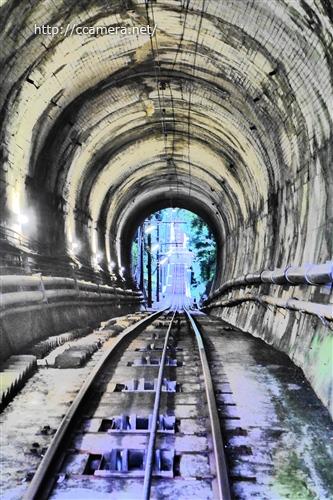 高尾山ケーブルカートンネル